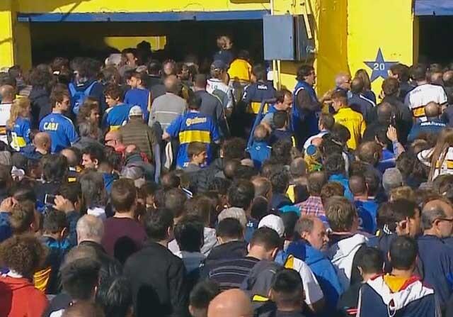 Incidentes en La Bombonera en la previa del Boca Juniors-Tigre