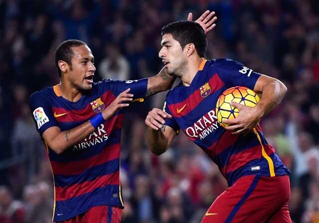 Neymar y Suárez celebrando un gol