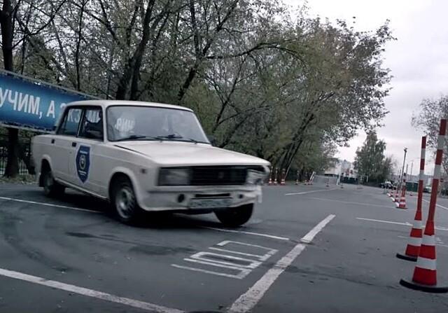 Daniil Kvyat se saca el carnet de conducir