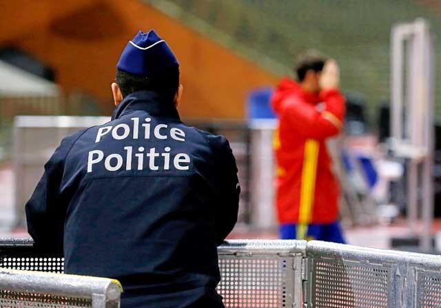Policía belga en el entrenamiento de España en Bruselas