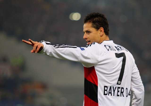 Chicharito Hernández celebrando un gol con el Bayer Leverkusen