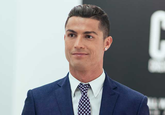 Cristiano Ronaldo, en traje en una celebración