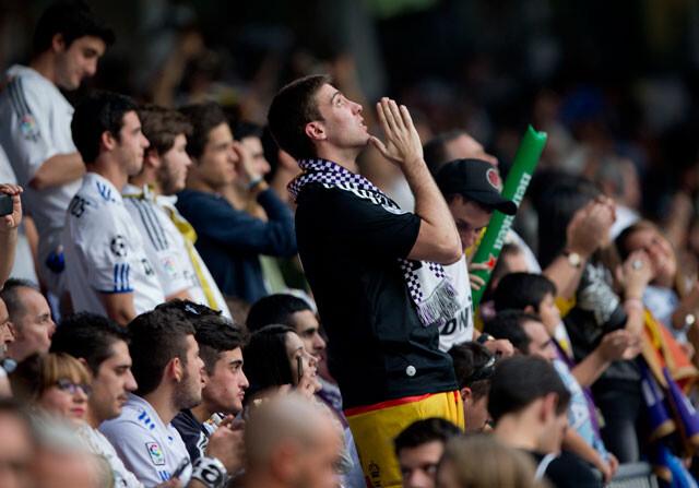 Los fans del Real Madrid en el Santago Bernabéu