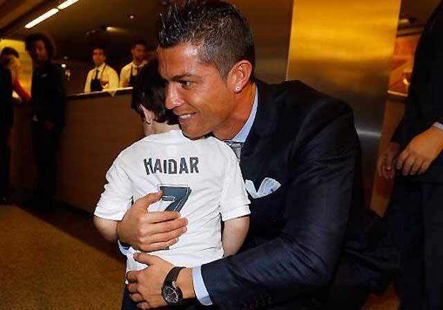 Haidar, el pequeño libanés, conoce a Cristiano Ronaldo