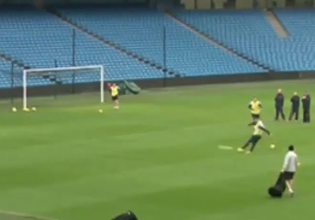 Kolarov marca un golazo en un entrenamiento