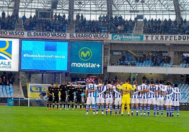Minuto de silencio antes de un Real Sociedad-Sevilla