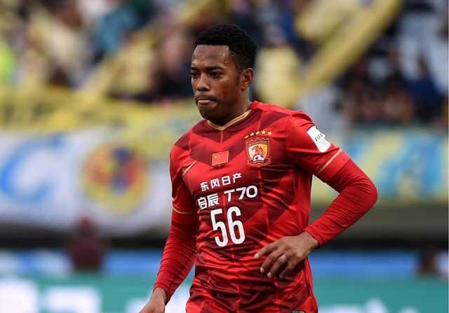 Robinho jugando con el Guangzhou Evergrande