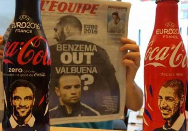 Latas de Coca Cola con las caras de Mathieu Valbuena y Karim Benzema