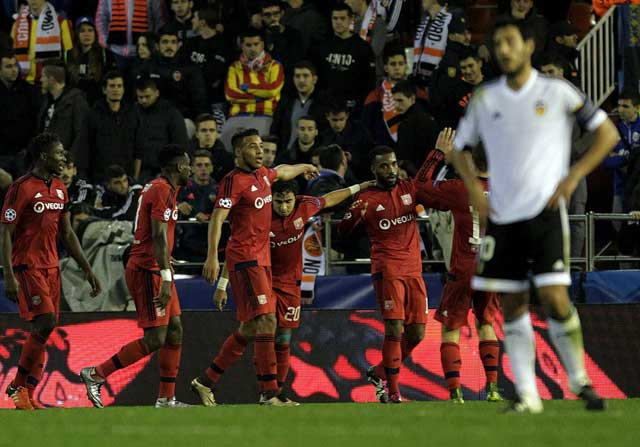 El Lyon celebrando un golo ante el Valencia