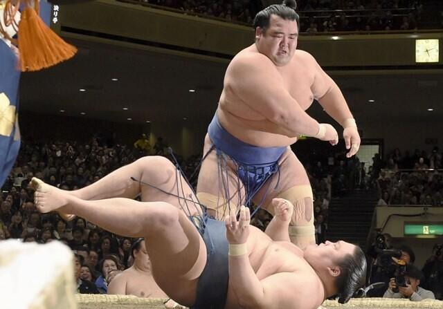 Kotoshogiku, japonés que gana en sumo