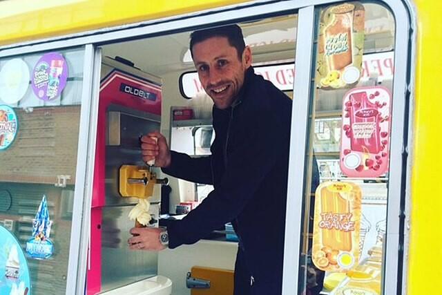 Michael Brown helados Port Vale