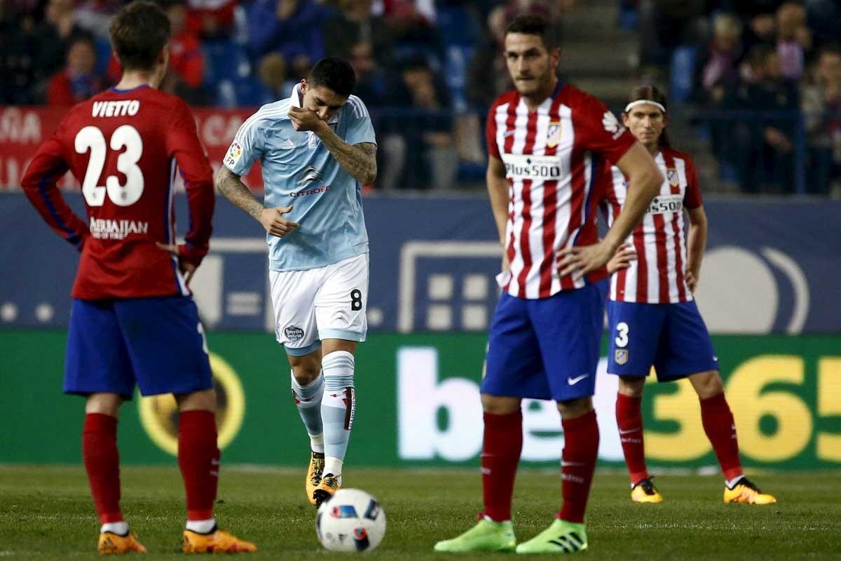 Pablo Hernández festeja su primer gol en el Vicente Calderón
