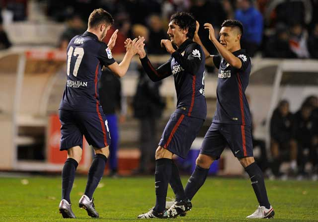 Saúl celebra el gol con Savic y Kranevitter