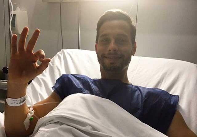 Sergio Canales, al salir del quirófano