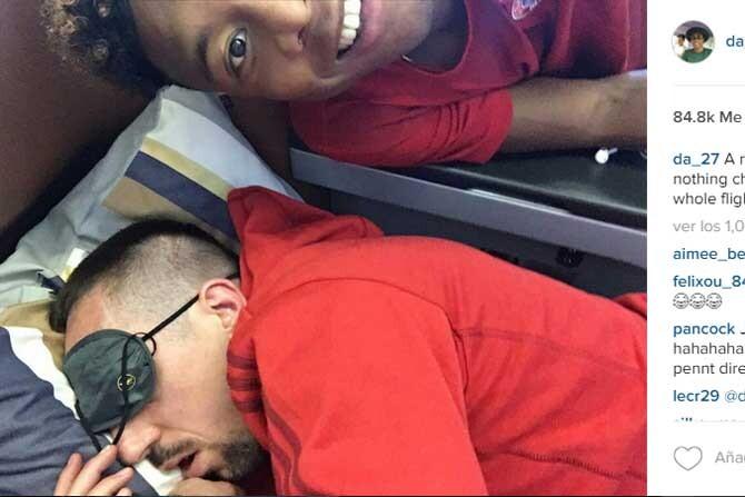 Alaba se hace un selfie mientras Ribery duerme