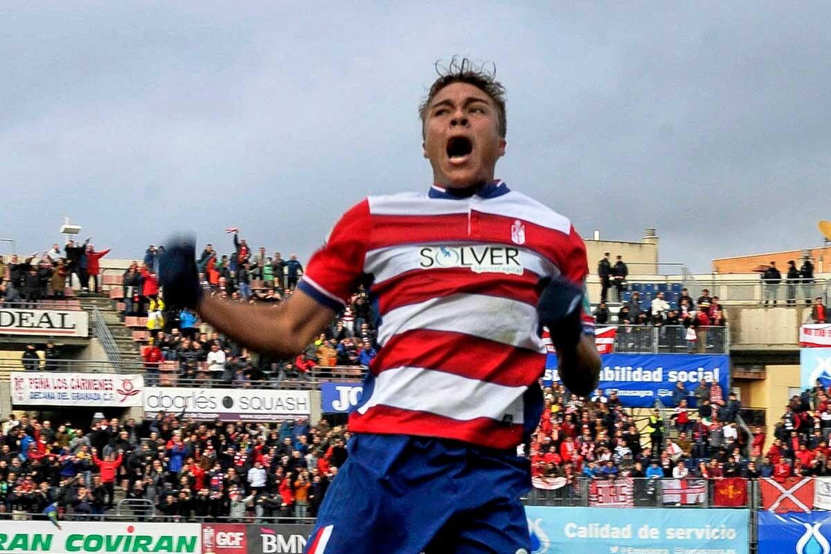 Adalberto Peñaranda celebra un gol con el Granada