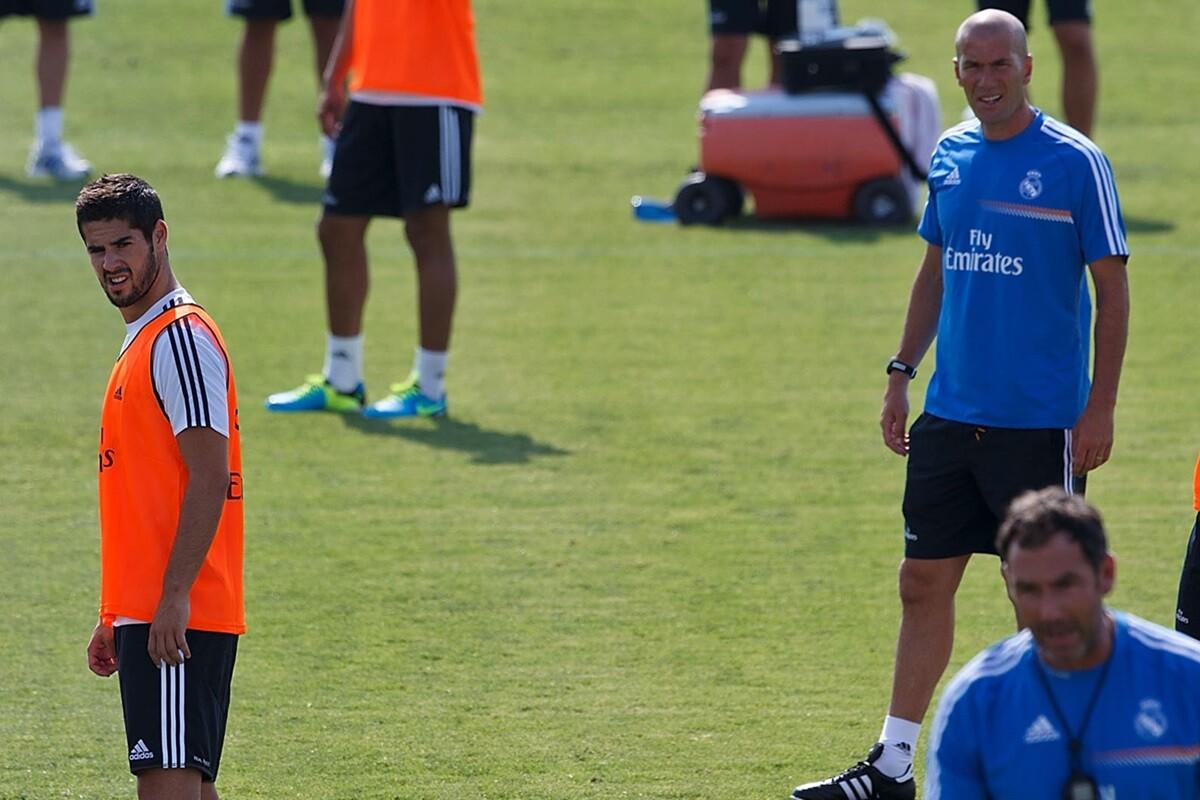 Helguera critica a Isco y Zinedine Zidane