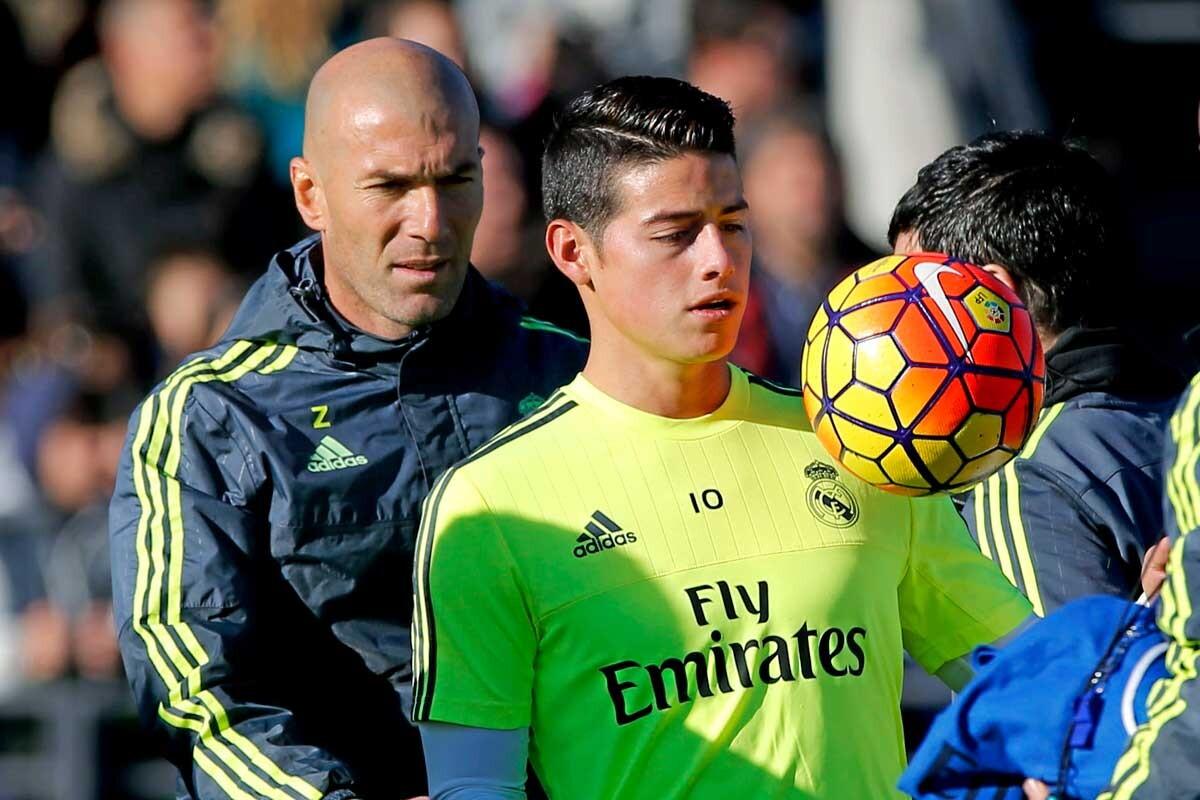James Rodríguez se entrena ante la mirada de Zinedine Zidane