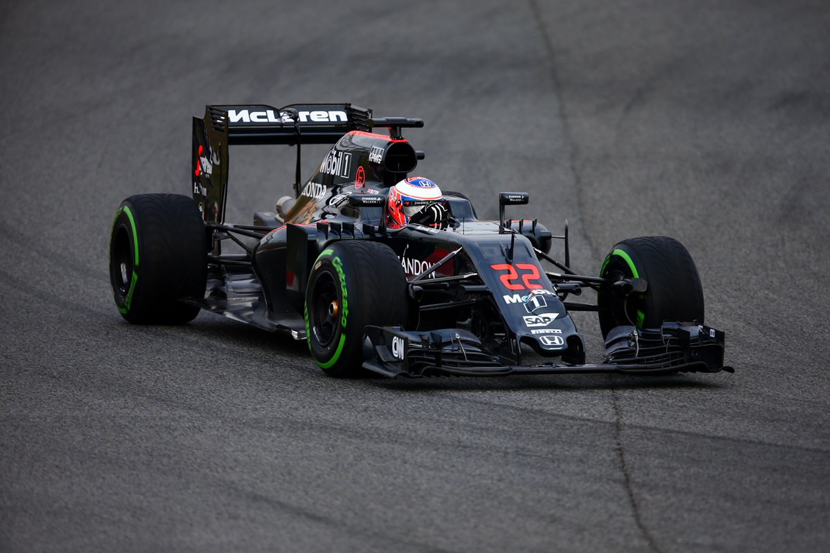 Jenson Button habla del McLaren MP4-31 en los test de Barcelona