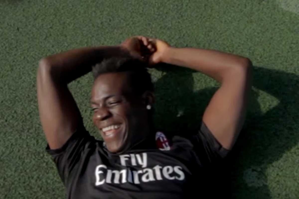Mario Balotelli se ríe tras ser humillado por el freestyler Sofiane Touzani