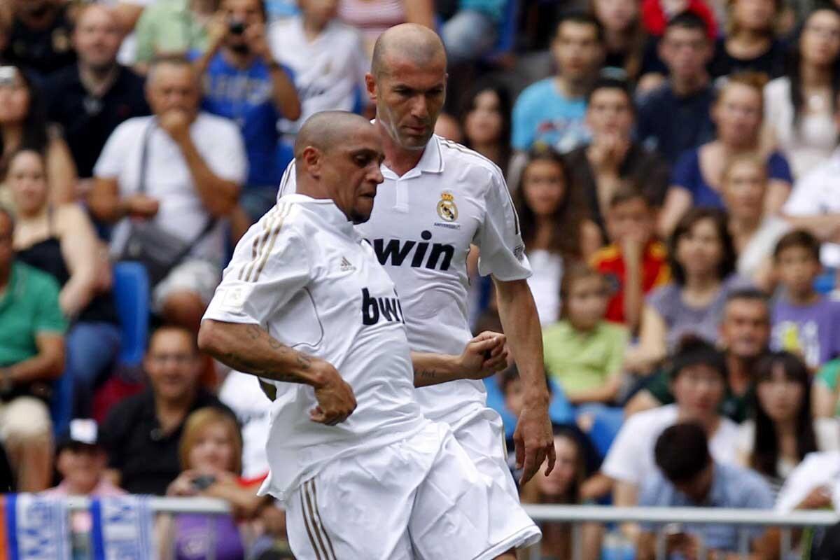 Roberto Carlos le lanza un dardo a Rafa Benítez