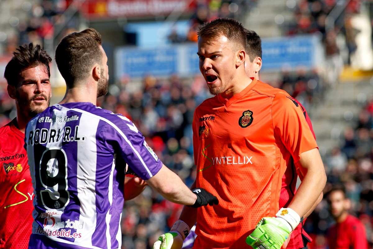Timon Wellenreuther se enfrenta a un jugador del Valladolid
