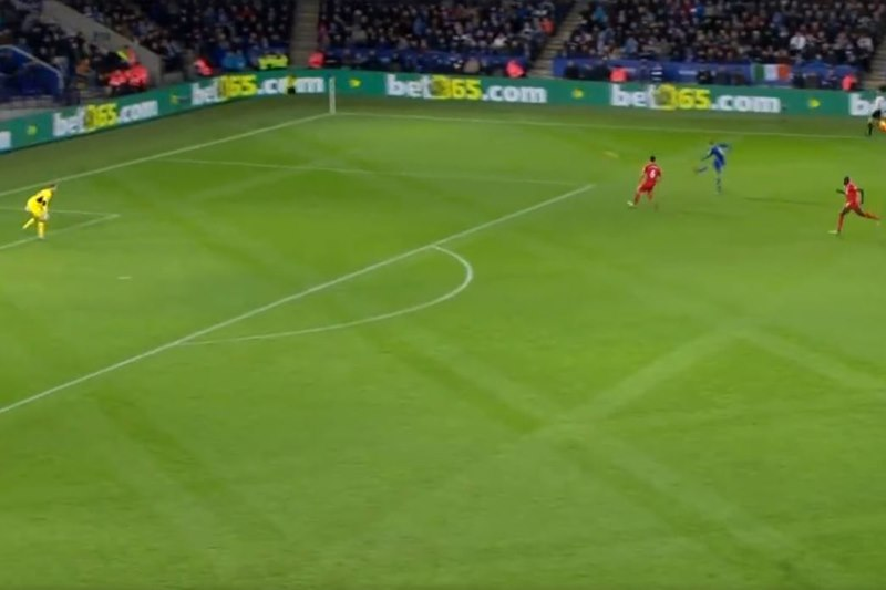 James Vardy golazo ante el Liverpool