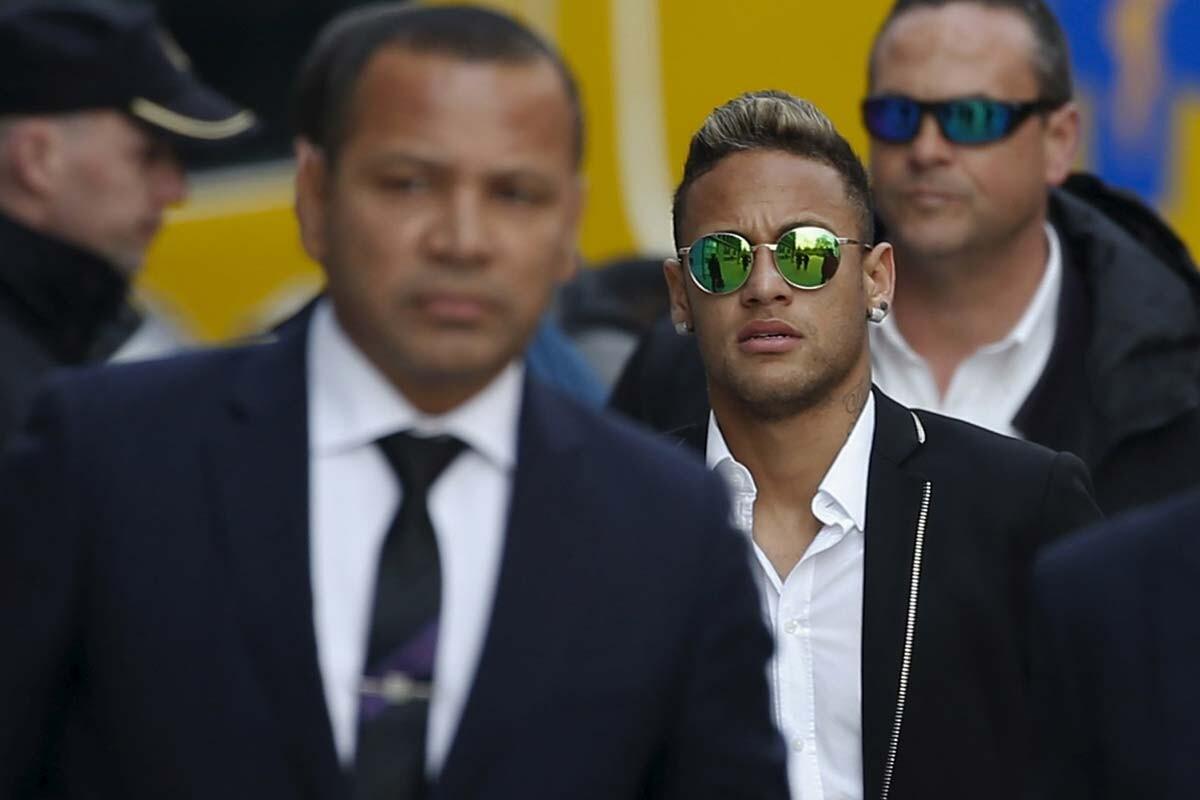 El padre de Neymar es el representante del jugador