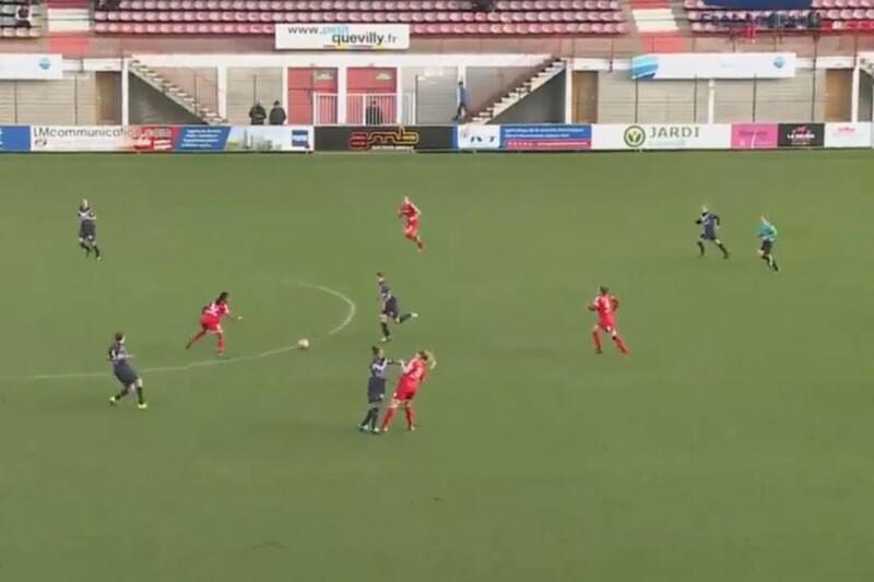 pelea futbol femenino en el Rouen-Bourdeaux de la liga francesa femenina