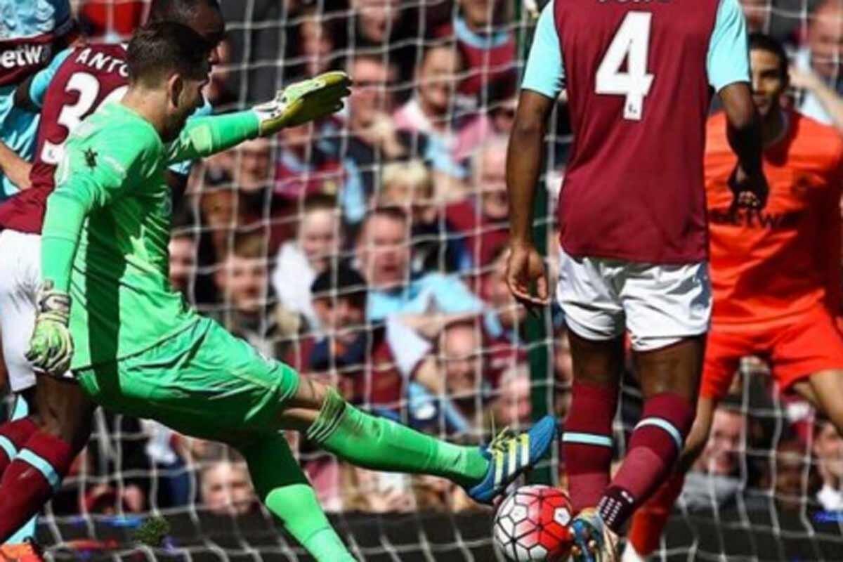 Adrian San Miguel, portero del West Ham