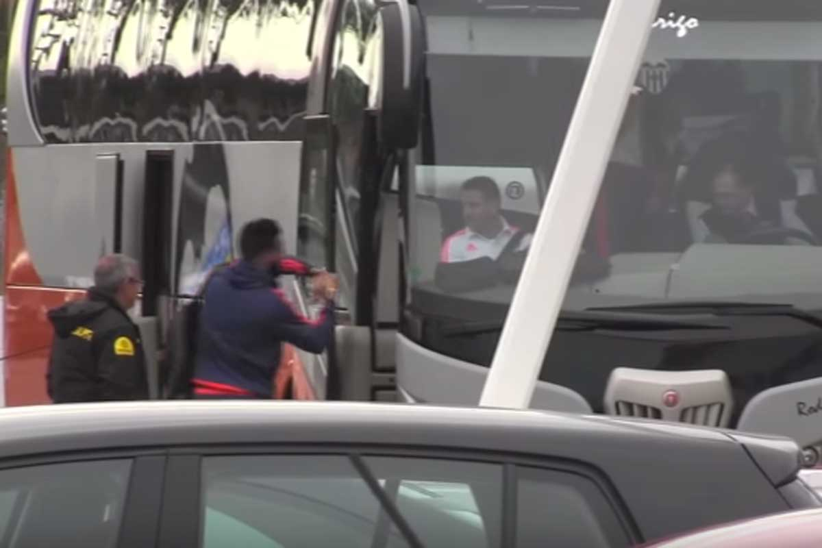 El autobús del Valencia tenía prisa por salir hacia el aeropuerto