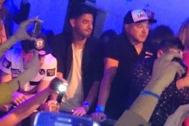 Carlos Vela asiste al concierto de Chris Brown
