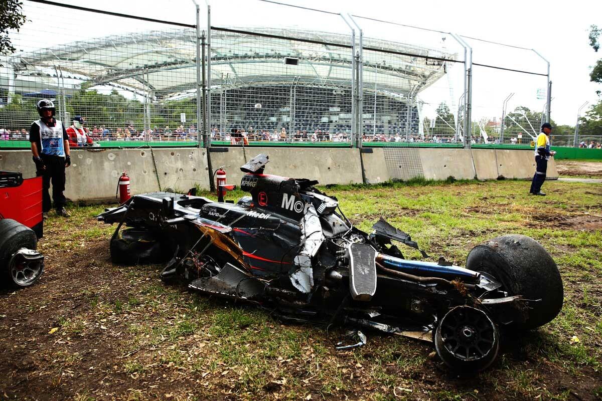 Así quedó el coche de Fernando Alonso tras su accidente en Australia