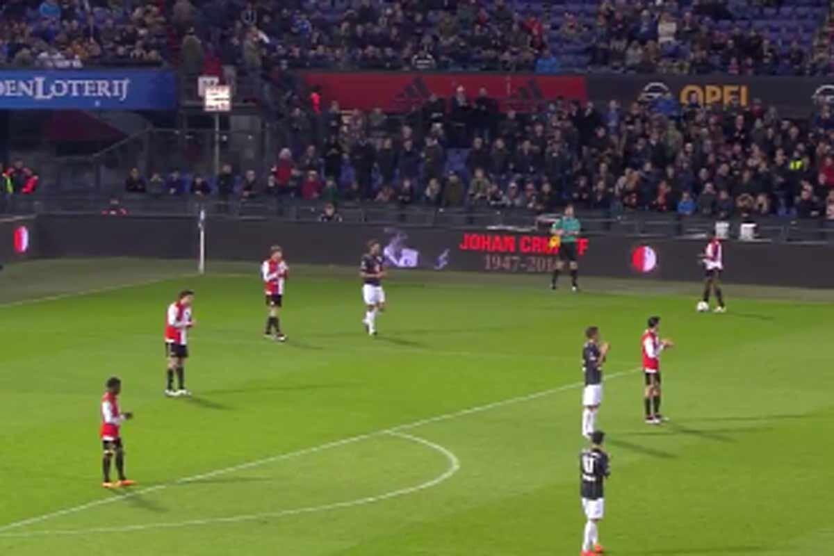 Todo el estadio despidió a Johan Cruyff entre aplausos