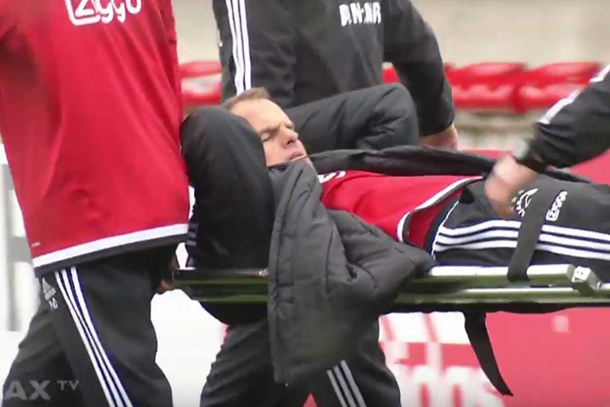 Frank de Boer, entrenador del Ajax, se lesiona en un entrenamiento