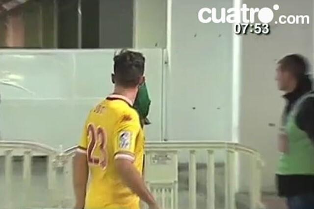Jony abronca al árbitro en el vestuario de Granada