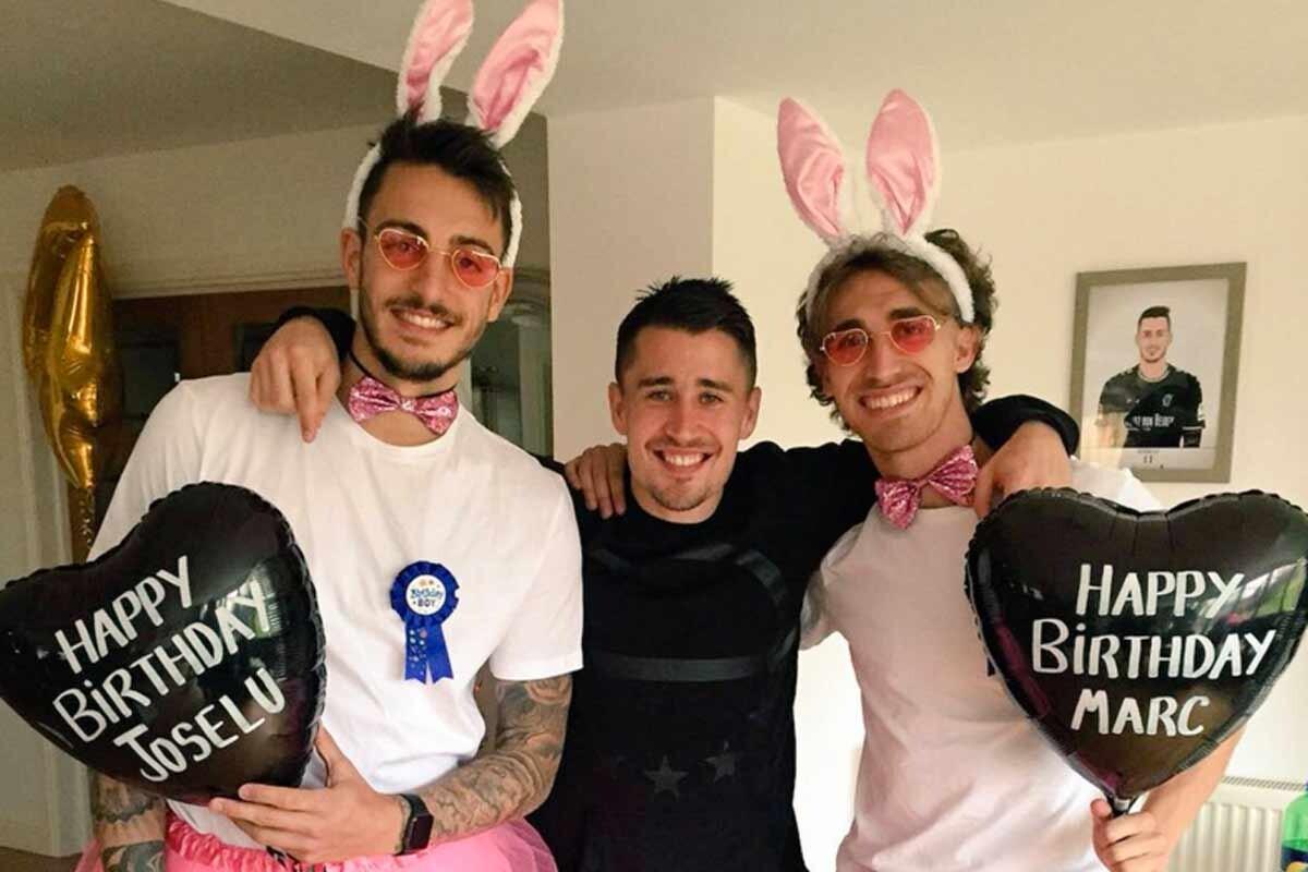 Joselu y Muniesa se disfrazaron de conejos de pascua muy peculiares