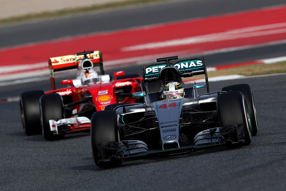 Lewis Hamilton cree que Ferrari está muy cerca de Mercedes