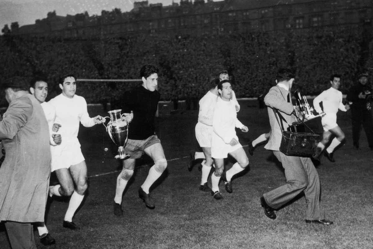 Vuelta de honor del Real Madrid tras ganar la Copa de Europa de 1960