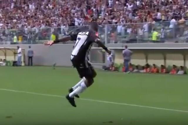 Robinho marca un hat trick perfecto en Brasil