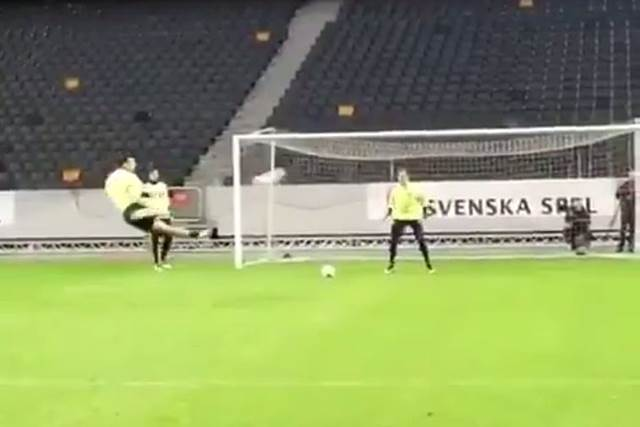 Zlatan Ibrahimovic marca dos goles seguidos en un entrenamiento con Suecia