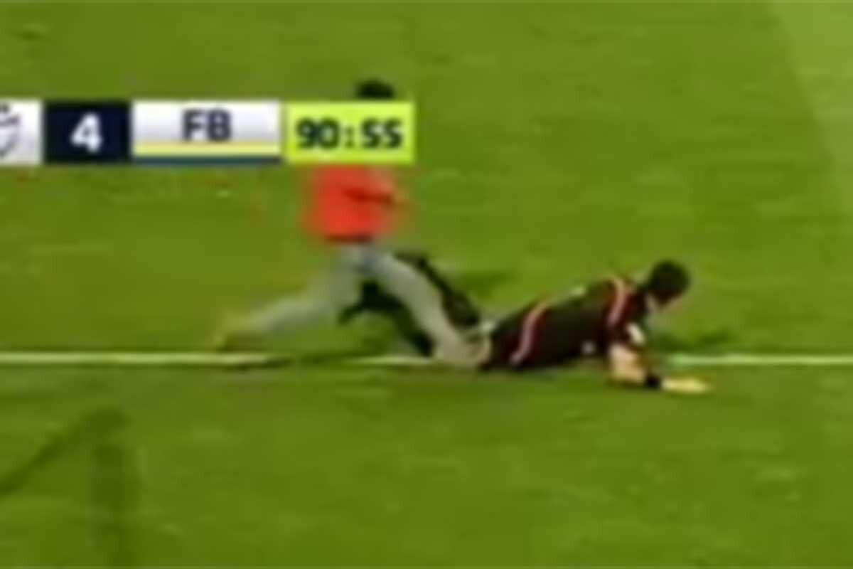 Un seguidor le dio un puñetazo por la espalda y varios golpes en el suelo