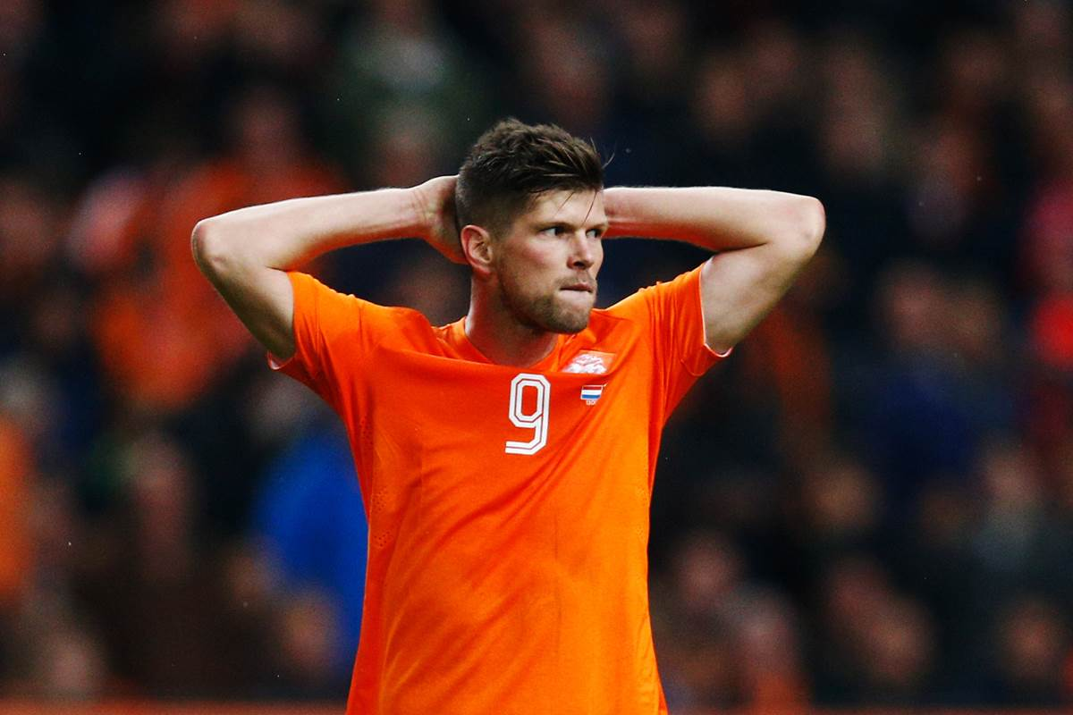 El hermano de Klaas-Jan Huntelaar lanza piedras a hinchas del Borussia Dortmund