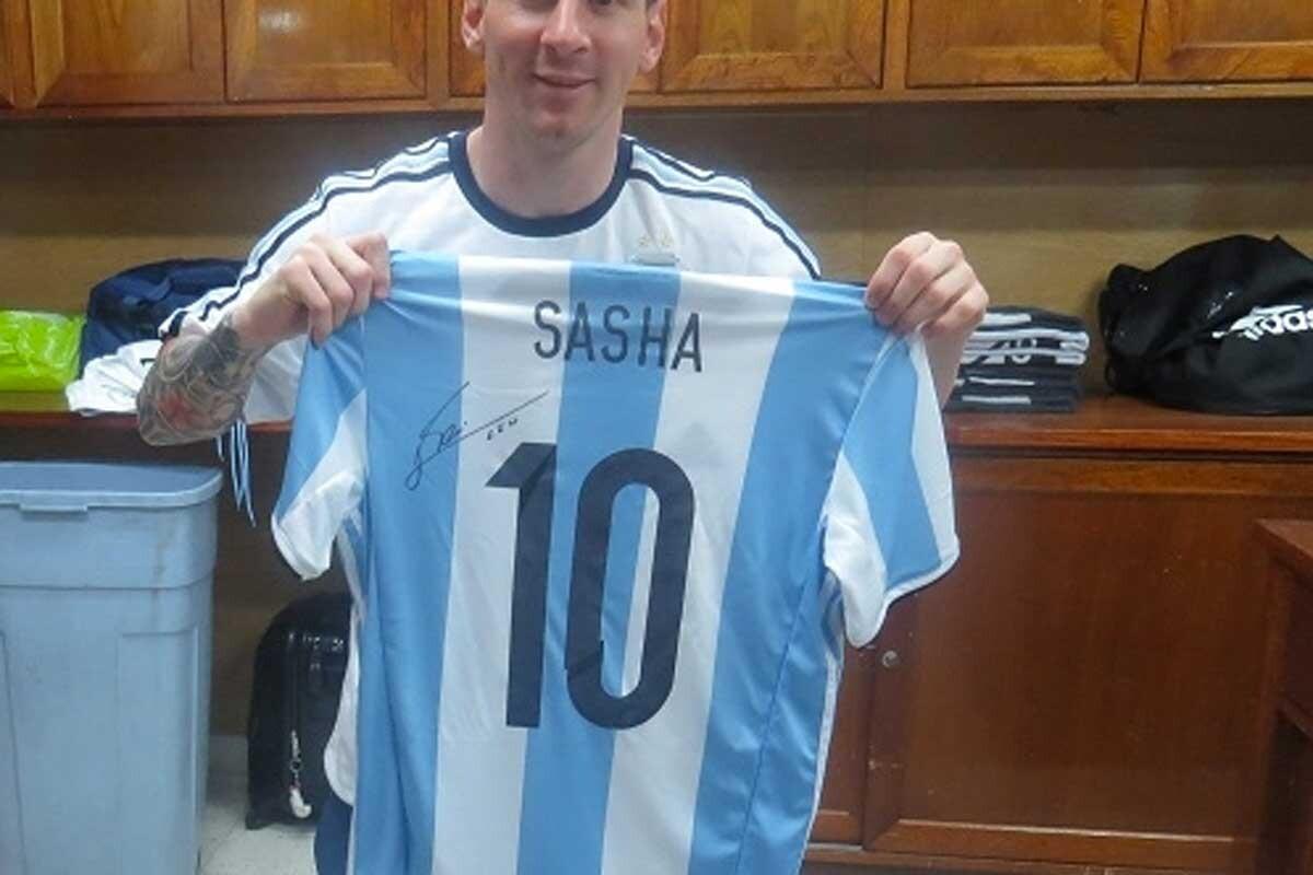 Leo Messi regaló dos camisetas a las hijas de Obama