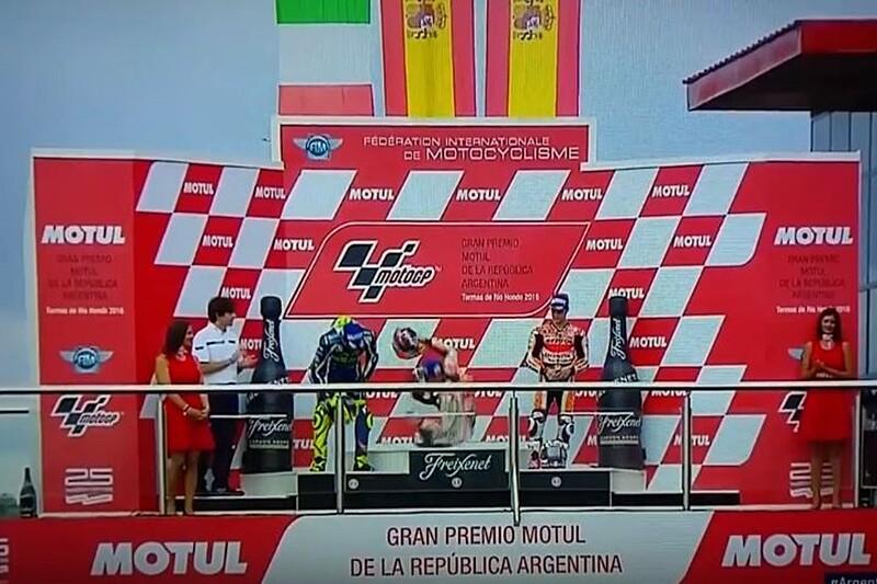 Marc Marquez se vae en el podio de Argentina