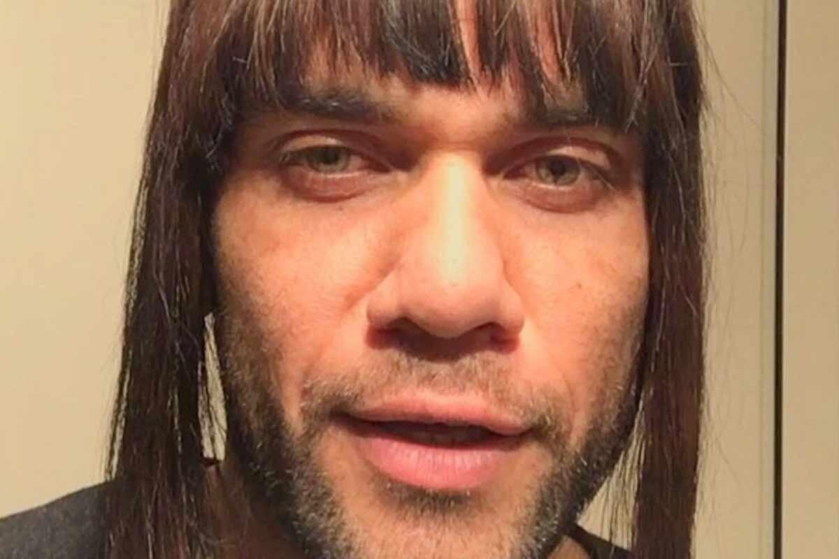 La gracieta de Dani Alves con la peluca y la Champions League puede tener  consecuencias para el defensa del Barcelona. El directivo Jordi Monés 93bcb8694ec