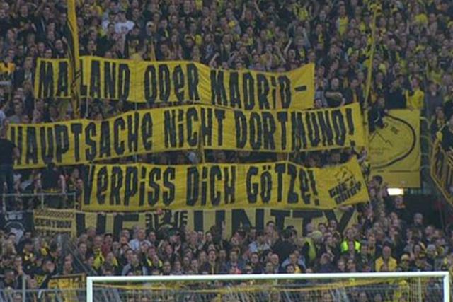 "Pancarta de la afición del Dortmund contra Mario Gotze: ""Vete a Milán o a Madrid"""