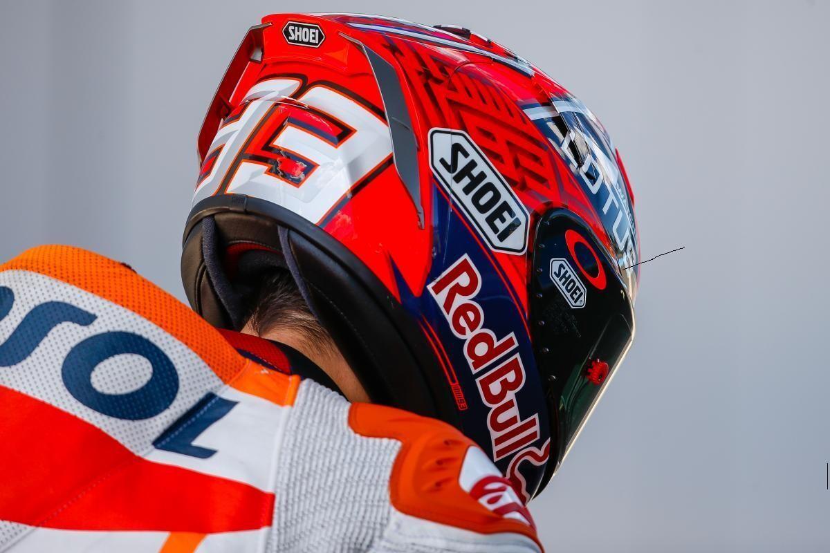 marquez presenta su nuevo casco 2016