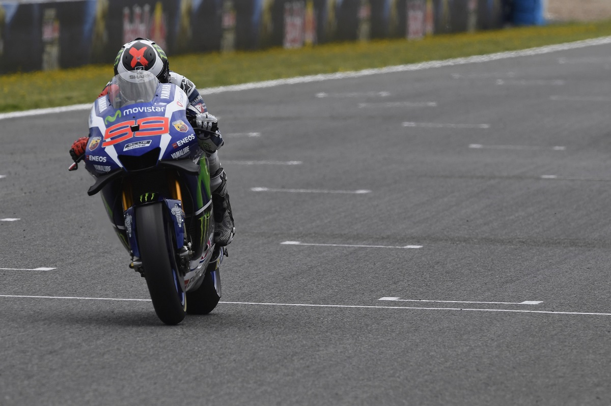 Lorenzo intratable en los libres del viernes en MotoGP