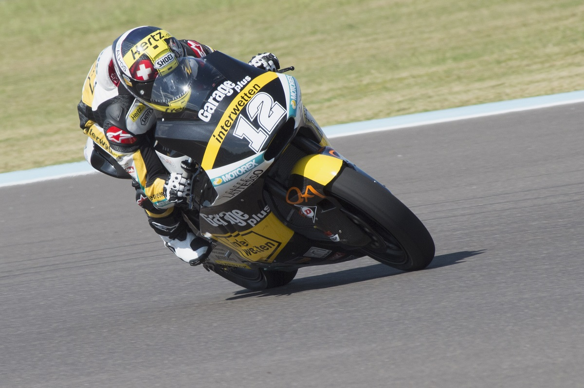 Pole y récord para Luthi en Moto2